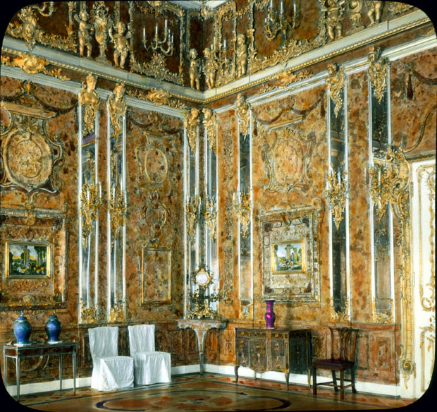 Hand-coloured photograph of the original Amber Room, 1931