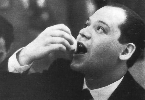 PPiero Manzoni eats the egg imprinted by him, Galleria Azimut, 1960, Giuseppe Bellone Easter Egg Art, Easter Egg Art