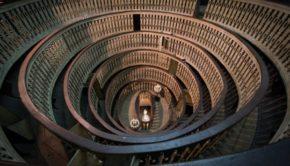 Gare-de-lEst-–-installation-overview-at-Teatro-Anatomico-Palazzo-Del-Bò-Padova-2016-–-photo-Rolando-Paolo-Guerzoni