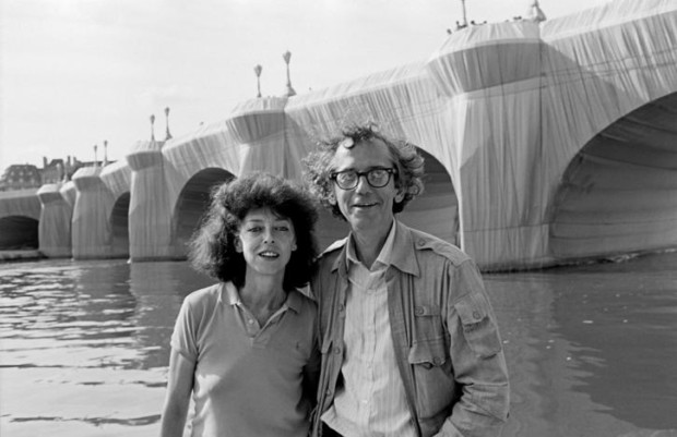 Paris, 1985 Christo and Jeanne-Claude at The Pont Neuf Wrapped Photo: Wolfgang Volz © 1985 Christo, christo and jeanne claude love