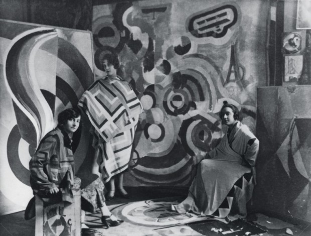 sonia delaunay clothing Sonia Delaunay and two friends in Robert Delaunay's studio