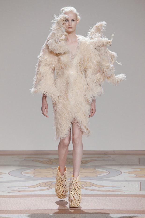 Wilderness Embodied Look, Iris van Herpen, 2013, Iris van Herpen - Transforming Fashion