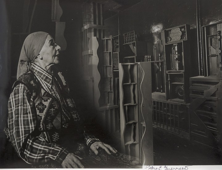 Estate of Pedro E. Guerrero, Louise Nevelson in her NY studio, 1978 louise nevelson's sculptures
