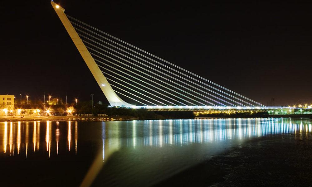 Santiago Calatrava, Puente de Alamillo, Seville, 1992, phot. Andrew Dunn - steel concrete bridges