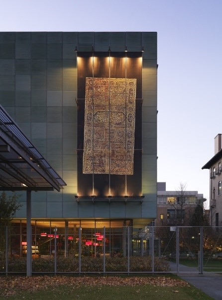 Hamra Abbas, Wall Hanging I on the wall of the Isabella Gardner Museum, 2013, source: https://www.lawrieshabibi.com, kaaba by hamra abbas