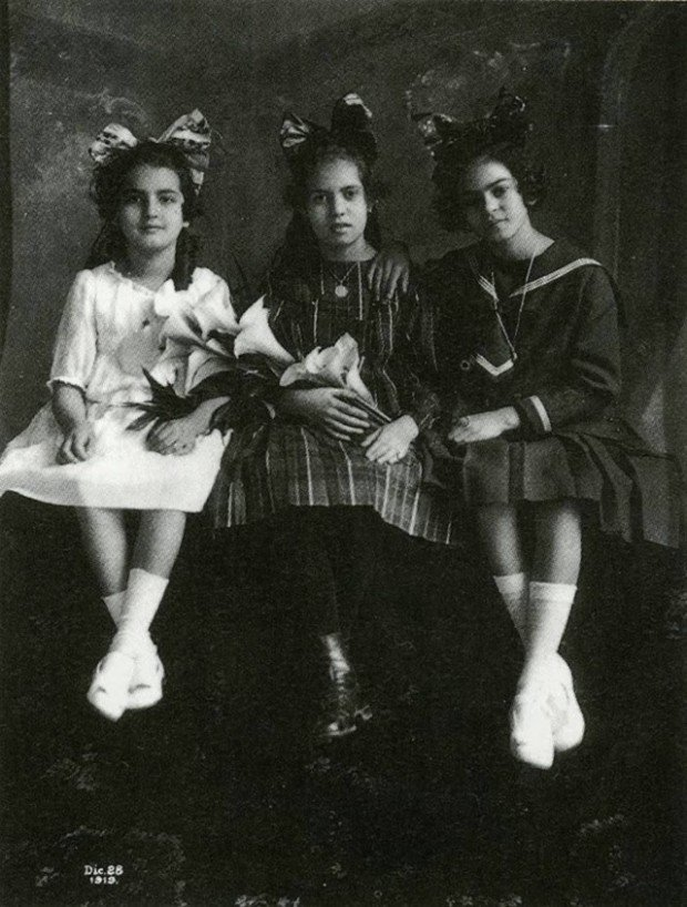 Childhood photos Frida Kahlo:   Guillermo Kahlo, photography of Frida age 12 with her sister Cristina (left) and best friend Isabel Campos, 1919.