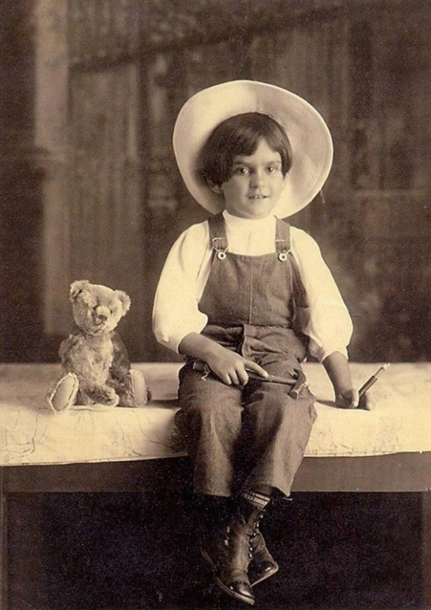 Frida Kahlo at age 6 in 1913