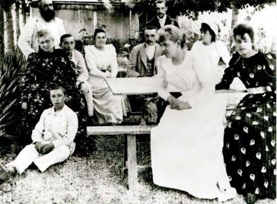 The families Monet and Hoschedé, circa 1880. From the left: Claude Monet, Alice Hoschedé, Jean-Pierre Hoschedé, Jacques Hoschedé, Blanche Hoschedé, Jean Monet, Michel Monet, Martha Hoschedé, Germaine Hoschedé, Suzanne Hoschedé