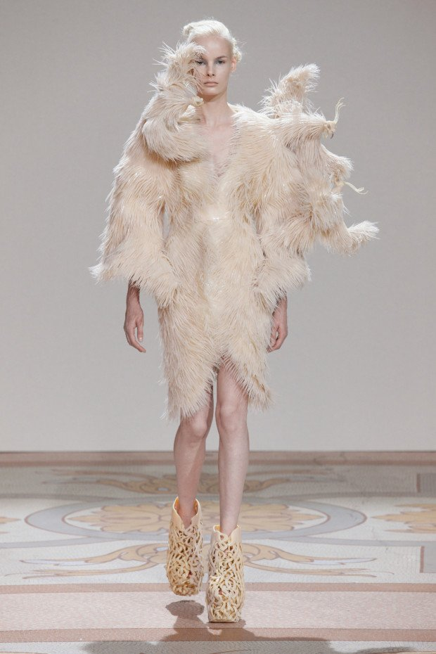 Wilderness Embodied Look, Iris van Herpen, 2013, Iris van Herpen - Transforming Fashion