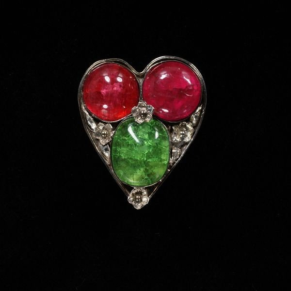 Jewellery in Rossetti's paintings Jane Morris heart shaped brooch