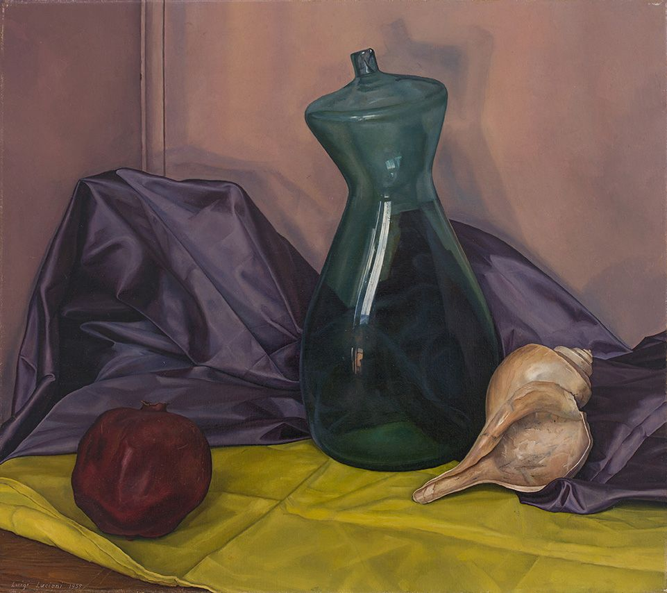 Lucioni painting of a conch shell, a pomegranate, and a bent glass bottle arranged in a corner. Luigi Lucioni, Spanish Bottle, 1959, DC Moore Gallery, New York, NY, USA.