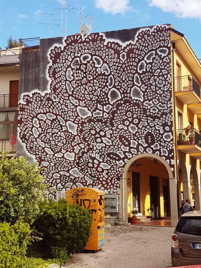 NeSpoon, Mural in Valverde, Sicily, 2018. Source: https://www.emergencefestival.com/nespoon, nespoon's street art