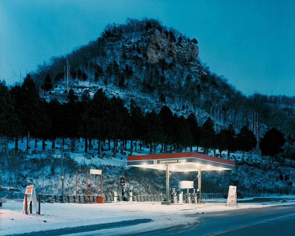 Alec Soth, Cemetery, Fountain City, Wisconsin, from Sleeping by the Mississippi, 2017, courtesy of the artist and MACK