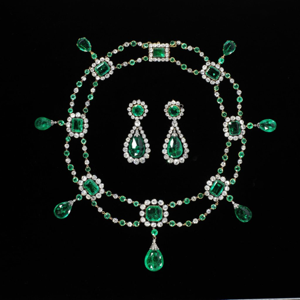 Necklace and earrings, ca 1806, Nitot & Fils, France, © Victoria and Albert Museum, London - diamonds, emeralds