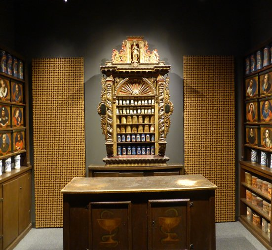 Baroque cupboard in the Esteve Pharmacy