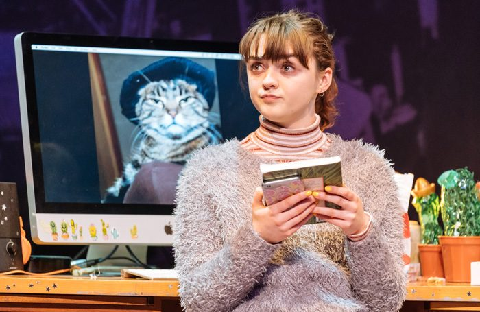 Maisie Williams in I and You Hampstead Theatre, phot. Manuel Harlan - theatre, opera and music streaming online for lockdown