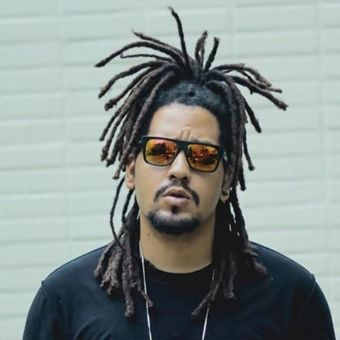 Picture of Brazilian Rapper Froid wearing sunglasses