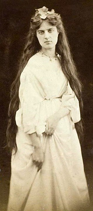 A Victorian photograph of Marie Spartali Stillman, one of the Pre-Raphaelite Sisters. Juliet Margaret Cameron, Marie Spartali Stillman