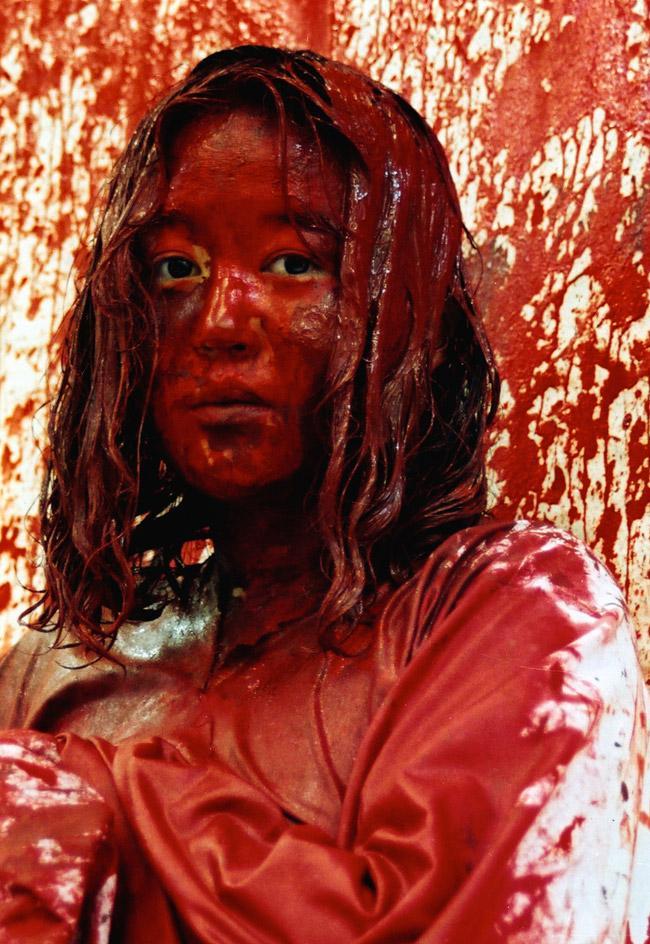Chiharu Shiota, Becoming Painting, 1994