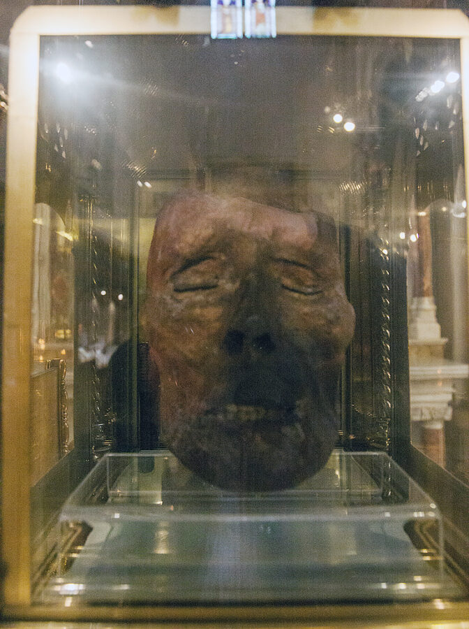 Top 10 Christian Weird Relics: The Head of St.Oliver Plunkett, St.Peter's Church, Drogheda, Ireland.