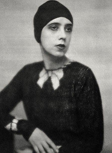 Elsa Schiaparelli wearing her sweater, 1927.