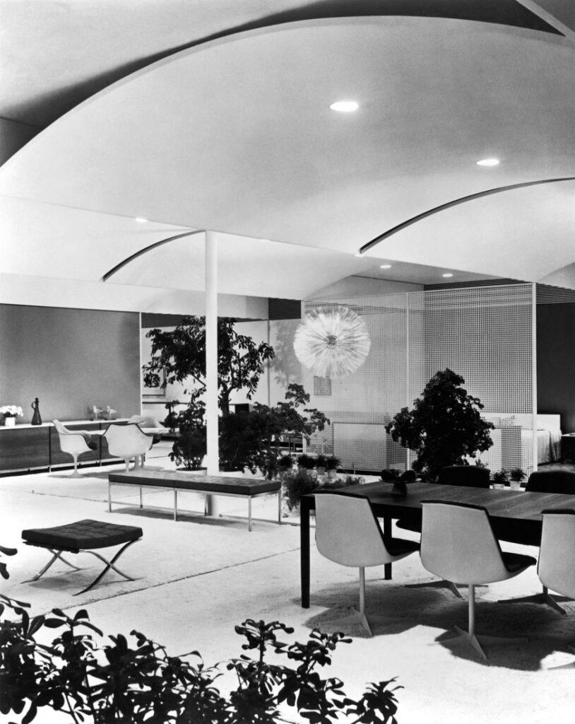Five Key Women in Contemporary Interior Design: Florence Knoll, Knoll showroom - interior design, Five Key Women in Contemporary Interior Design