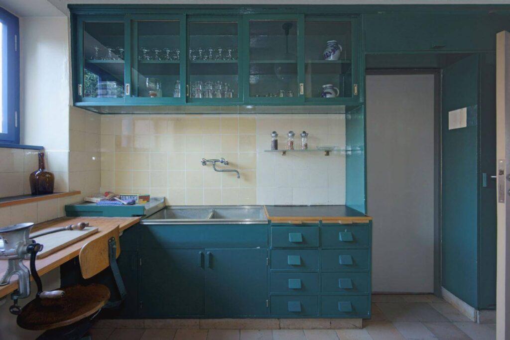 Margarete Schutte Lihotzky, The Frankfurt Kitchen, 1926 - 5 Women Interior Designers