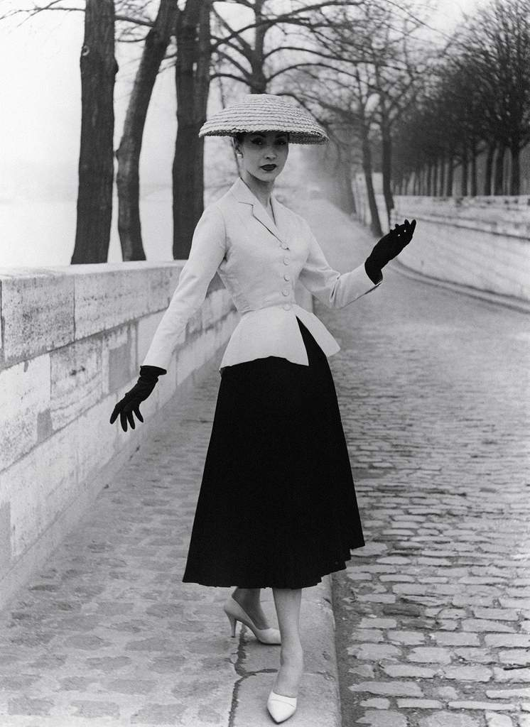 Christian Dior, New Look, Paris, 1947.  Photographed by Willy Maywald.