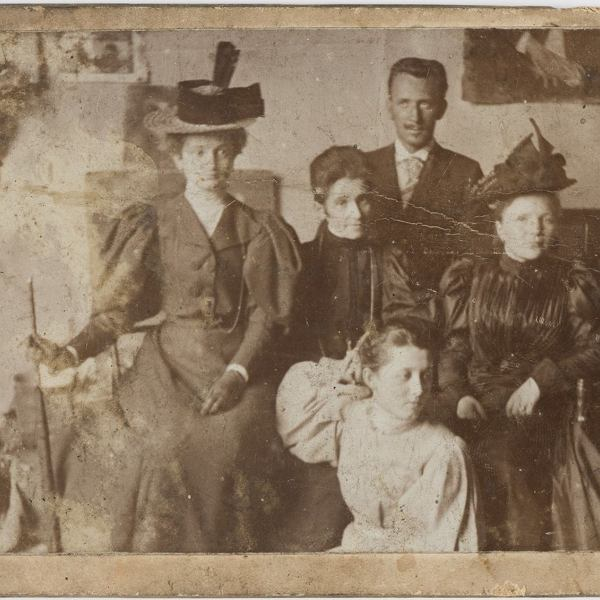 Olga Boznanska (second from the left) with her family and friends