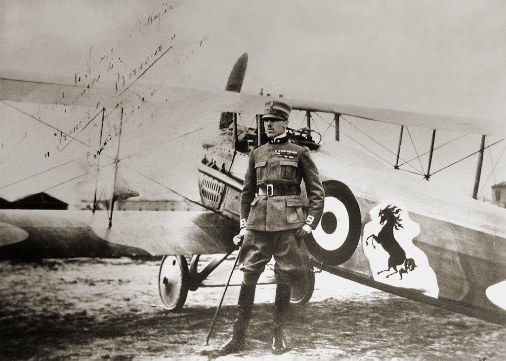 Count Francesco Baracca and his SPAD S.VII with the cavallino rampante. Source: https://en.wikipedia.org/wiki/Nose_art.