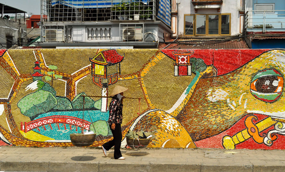 Nguyen Thu Thuy, Red River Dyke Road, 4 mile mosaic wall