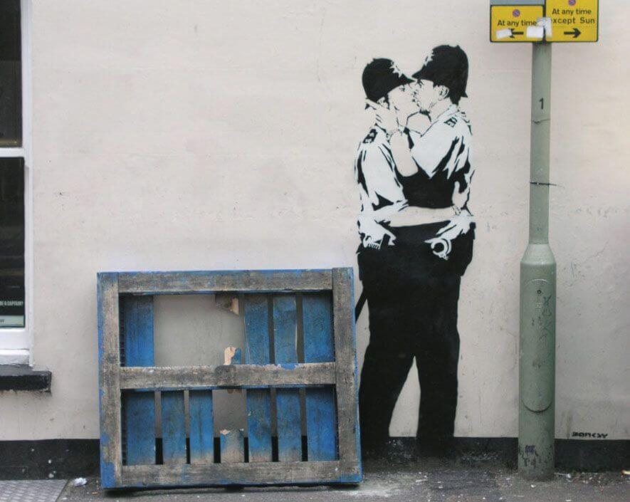 Banksy city guide 2021: Banksy, Kissing Coppers, 2004