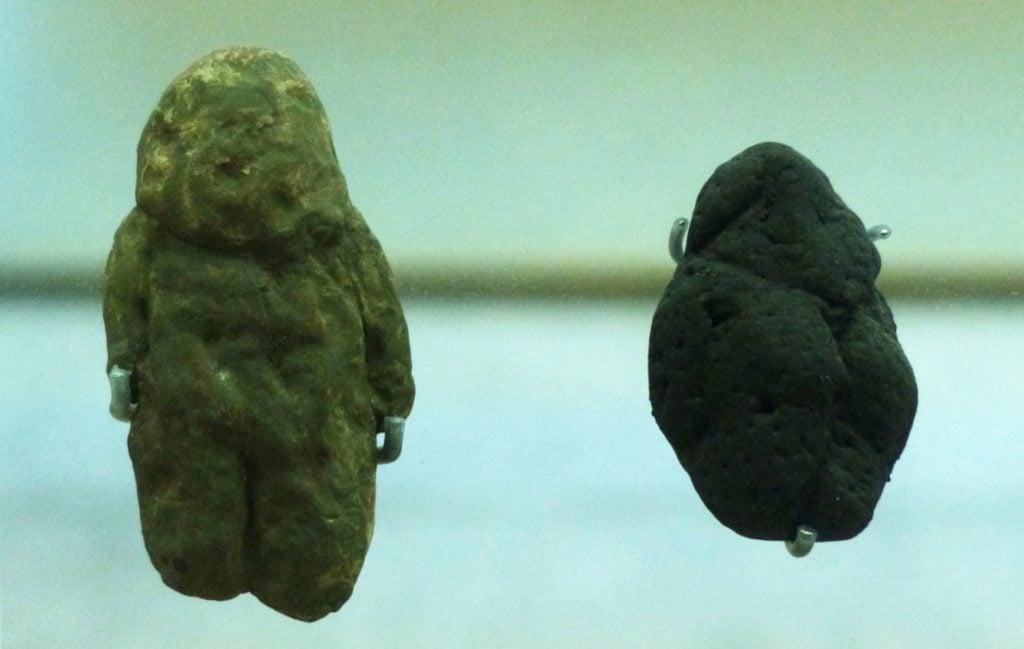 Prehistoric mobiliary art: Replicas of the Tan Tan and Berekhat Ram pebbles