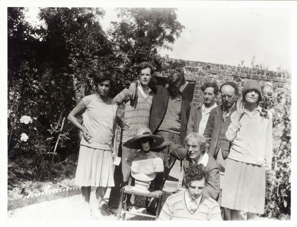 A photo with a few members of the Bloomsbury Group.