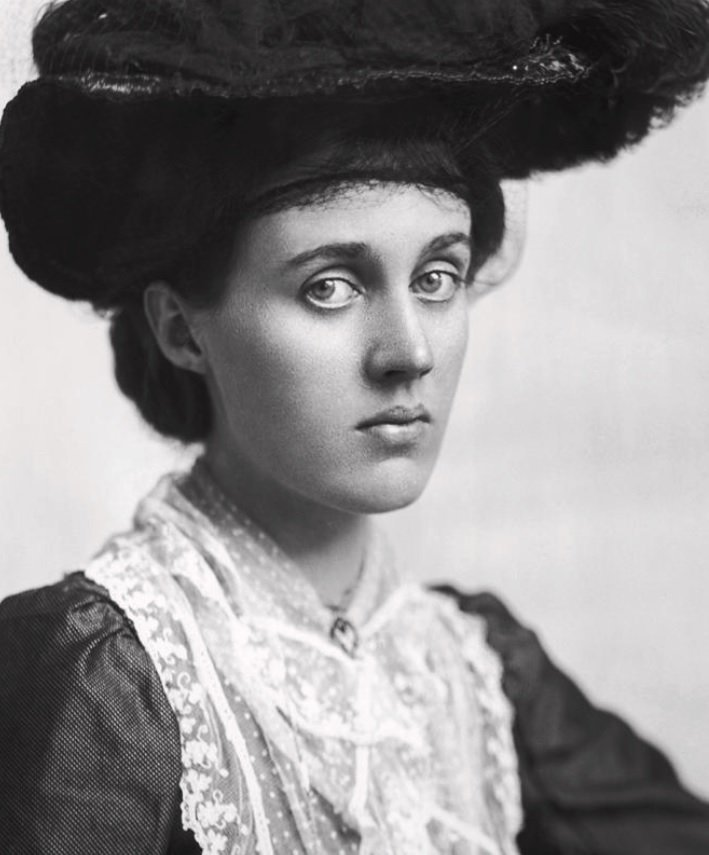 A photo of Vanessa Bell.