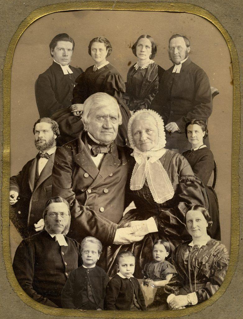 Swedish female photographers: Wilhelmina Lagerholm, Group photo with Wilhelmina Lagerholm's family.,