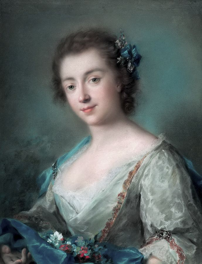 Rosalba Carriera, Portrait of Madame Leuthieullier. Portrait of a woman from the waist up. She wears a elegant grey dress and stand on a grey-blue background.  She holds flowers in her hands.