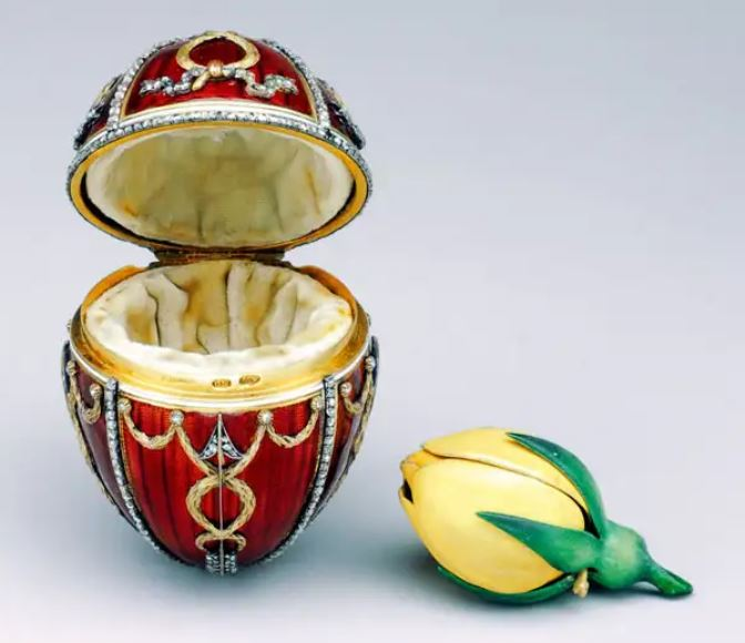 Rosebud Egg, House of Fabergé, 1895, The Forbes Collection.