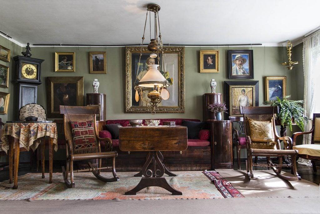 Photo of a room in Anchers Hus in Skagen, Denmark. Scanmagazine.