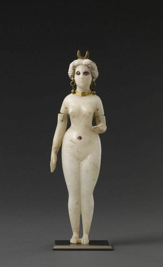 Parthian period, statuette, 247-224 BCE, alabaster, Louvre, Paris, France.
