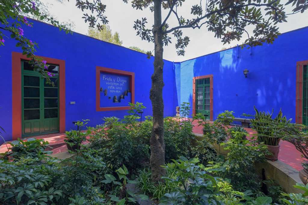 Exterior of La Casa Azul, Mexico City, Mexico. Photograph by Bob Schalkwijk.