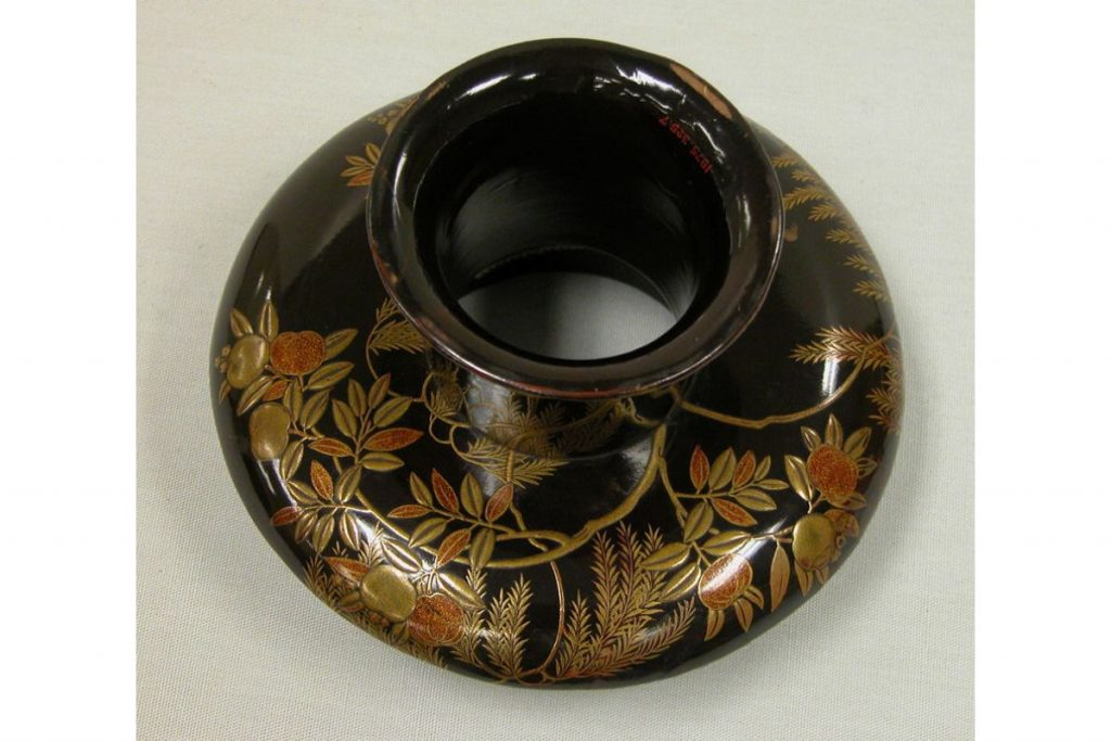 Shadows in Japanese Culture: Maki-e Lacquered cup stand, Edo Period (1615-1868), Metropolitan Museum of Art, New York, ny, usa.