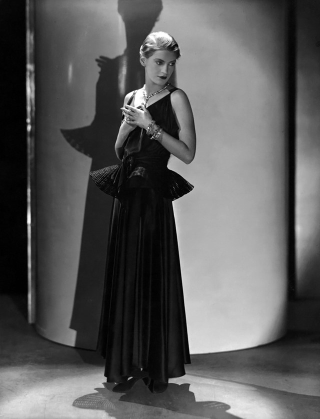 Lee Miller photographed by George Hoyningen-Huene, Vogue, May 1931. Fashion Photographers