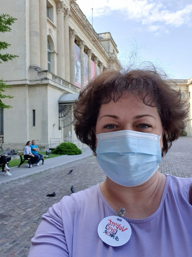 Dailyart magazine favorite museums: Irina Calu in front of the national museum of art of romania in bucharest