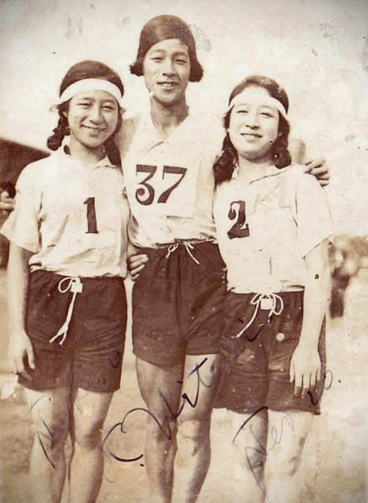 Kinue Hitomi in the center, autographed photo, ca. 1920s, Olympics