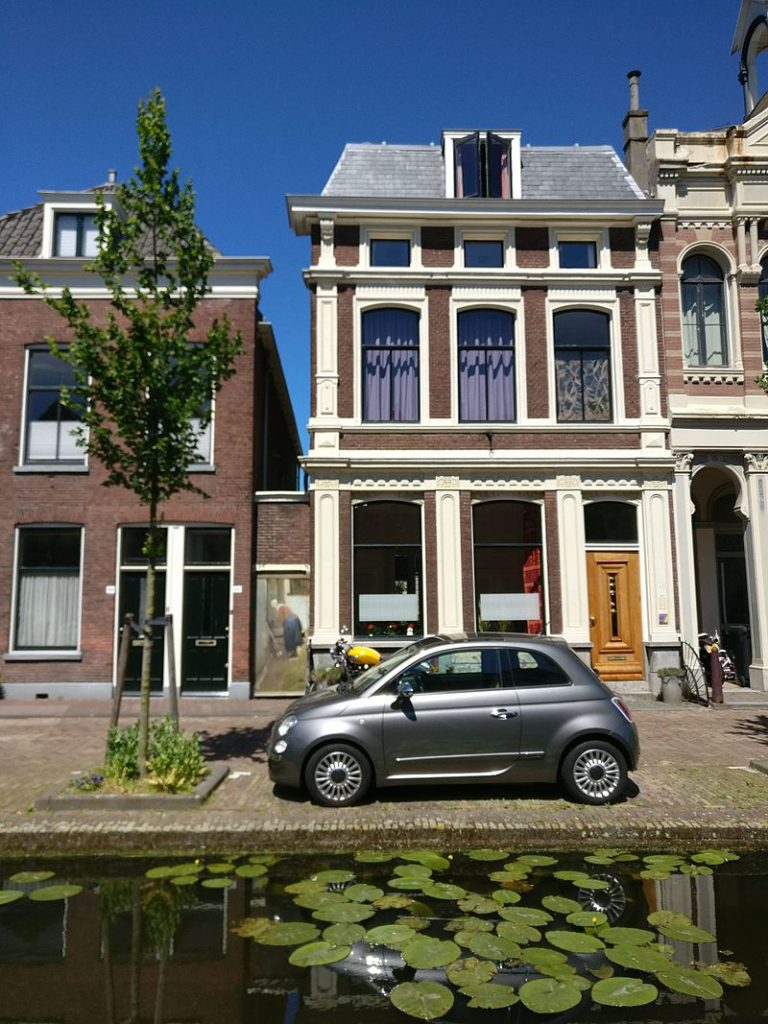 Johannes Vermeer facts: Present Day Location of the Little Street Vlamingstraat 40-42, Delft, Netherlands. Source: Wikimedia Commons